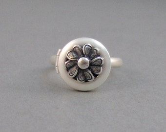 Bella,Locket Ring,Ring,Silver,Flower Ring,Antique Ring,Silver Ring,Spoon Ring,Daisy,Daisy Ring,Wedding,Bridesmaid. By valleygirldesigns.