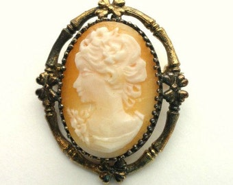 Vintage Sterling Silver Shell Cameo Brooch with Pronged Setting//Vintage Jewelry