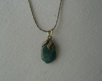 Vintage Green Agate Gold Tone Pendant Necklace