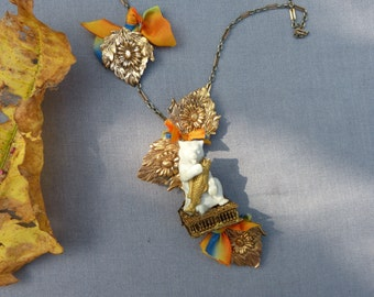 "Necklace:""Bear at fall in Canada"""