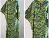 ON SALE 40's Vintage Paradise Sportswear Hawaiian Pake Mu'u Dress //  MEDIUM // Boho // Festival / Bat Wing