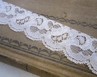 10 yards vintage LACE trim - white, floral, flat lace - 1.25 inches wide - L8