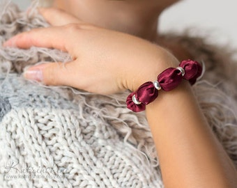 Burgundy fabric bead bracelet