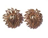 Vintage TRIFARI BIG Gold Tone Wavy Flower Clipon Earrings