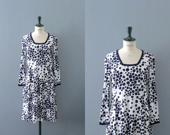Vintage 1970s dress. 70s dots print dress. spotted poly dress