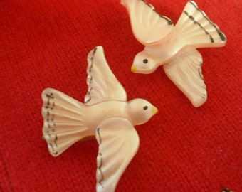 ART DECO 1930 Vintage Pair Set Pink Celluloid Flying Doves Bird Pin Brooch Hand Painted Gorgeous