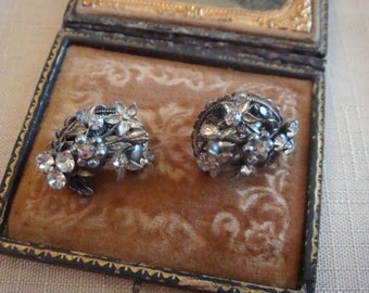 Vintage Signed Robert  Earrings Silvery Moon Flower Clip Baroque Gray Pearl Haskell Like