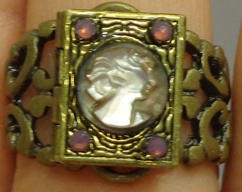 SALE, Carved Cameo, Locket Ring,Mother of Pearl Cameo Ring, Cameo Locket, Hand Carved Cameo,Adjustable Filigree Ring,Vintage Cameo,OOAK