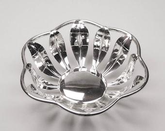 Decorative Silver Bowl Leaf Pattern Serving Bowl Display