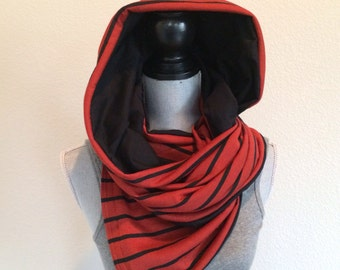 Reversible jersey snap scarf in red with black stripe