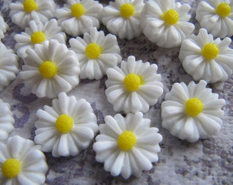 Resin Flower Cabochons, White and Yellow Daisy, 10 Pieces, 13mm, Flat Back for Gluing, For DIY Jewelry, Rings, Hair Pins and Pendants