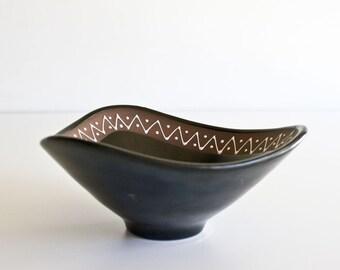 Vintage Mid Century Modern Graveren Pottery Bowl