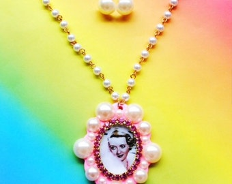Sale Betty Davis Pearl Cameo Necklace Set