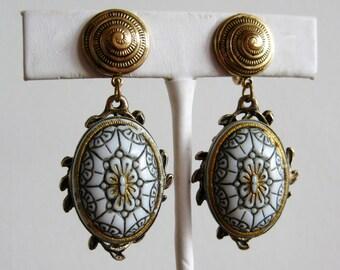 Vintage Victorian Revival Moroccan Matrix Glass Cabochon Dangle Screwback Earrings