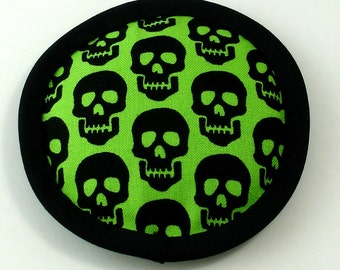Halloween Catnip Toy, Catnip Skulls, Skull Pillow, Black Skulls, Scary Cat Toys, Skull Silhouettes, Neon Green and Black,  MOLTI CRANI