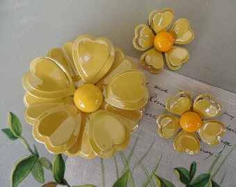60s Flower Power Yellow Metal Brooch & Earrings Set