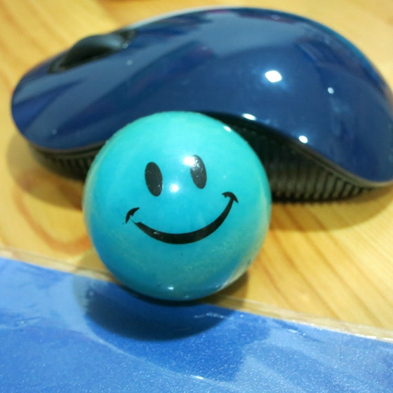 90s Toy Ball : S vintage small plastic smiley face bouncy ball