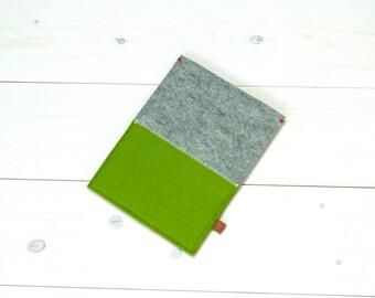 sale - KINDLE PAPERWHITE cover - wool felt in grey gray and green - Ereader sleeve, kobo Aura GLO , Etsylokaal Handmade in Holland