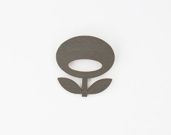 SNUG.FLOWER brooch / dark grey