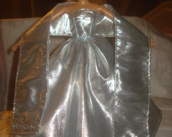 Red Carpet Collection - Amazing silver Lame formal, shall & petticoat for Fashion Dolls - ed491