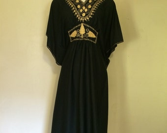Nightgown. Shawl. Nightwear. Robe. Black . Glamorous. Hollywood. Black. Gold.