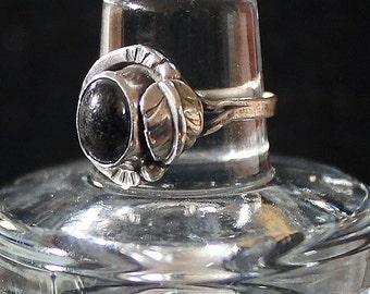 SALE Vintage Antique Petite Onyx & Sterling Silver Leaf Ring