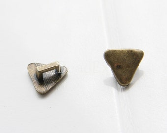 30pcs / Triangle / Leather Spacer / Antique Brass / Base Metal / 11x5mm (YB14913//J306)