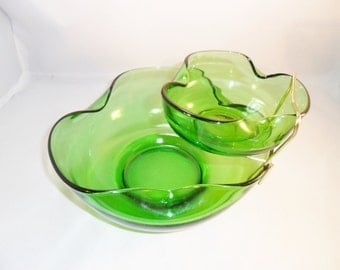 Vintage Anchor Hocking Christmas GREEN GREENERY GLASS Chip and Dip Bowl Set 1960's Mid Century Retro Art Deco Mod