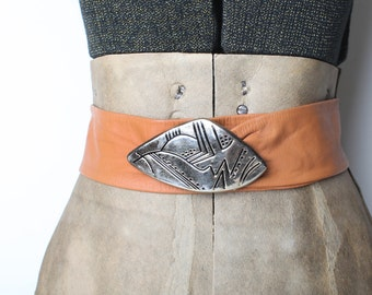 Vintage Women's Tan Leather Waist Belt, Cinch Belt