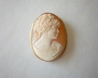 Vintage Shell Cameo 14k Yellow Gold Pendant Brooch Italy