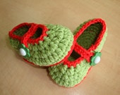 BABY BOOTIES - childrens shoes - baby shoes - green shoes- green booties- green and red - crochet shoes- crochet booties
