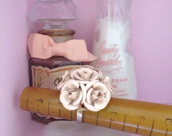 Beautiful Vintage Rose Bouquet Rosette Ring In Pale Pink