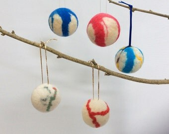 Holiday Ornament, Christmas Decoration, White Felt Baubles, Set of 5 Multicoloured Baubles