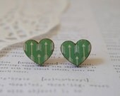 Wooden Green Loveheart Stud Earrings with White Arrows
