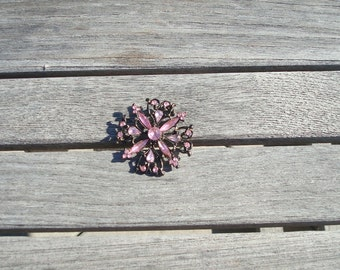 Holiday brooch with pink stones