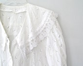 Vintage Big Collar White lace woman Blouse, Victorian style fancy white Top, L Romantic cotton Shirt, Antique style Costume chemise shirt
