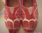 """SIZE 6 - """"Henna Flower"""" Canvas Toms Shoes"""