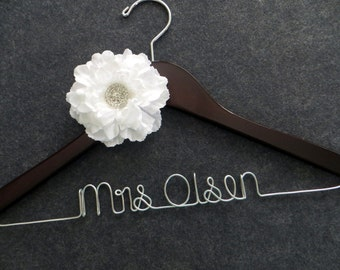WHITE Flower Wedding Dress Hanger - Bridal Hanger - Custom Name Hanger - Mrs Name Hanger - Bride Hanger - Engagement Gift - Bride Hangar