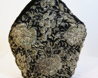 Vtg Awesome Black Velvet Silvery Thread and Wire Wrist Purse