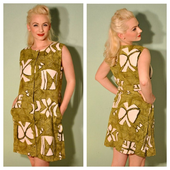 Vintage Tiki Dress - Mid Century Print - Front Pockets - Covered Buttons - Tons of Character - Great for a Tiki or Mid Century Summer Party