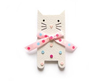 CAT BROOCH, white cat brooch with pink dot bow