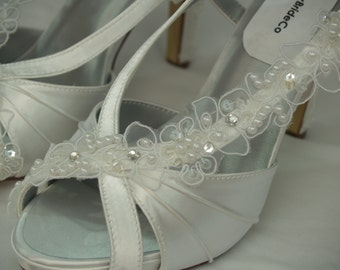 Wedding Shoes White lace appliques high heels, White Satin, Peep Toe Slingbacks, Brides Sandals, Rouged Satin High Heels, Dyeable