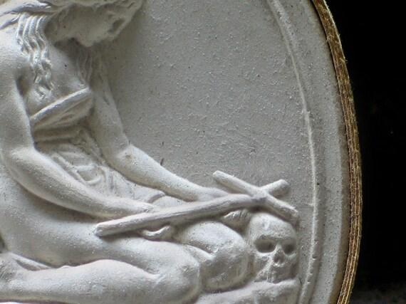 Antique Grand Tour CAMEO/Portrait WOMAN with SKULL and Cross/1820/Classical Figure/Memento Mori/Gilt/Exceptionally Fine/Exquisite Detail
