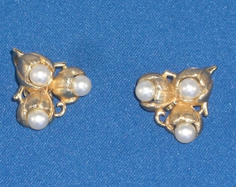 Earrings - Trifari - Pearls - Clip On Earrings - Crown Trifari - June Birthday Gift - Vintage