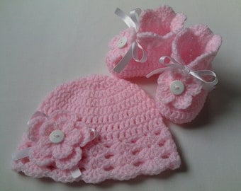 SALE Crochet Baby Booties and Baby Hat beanie gift baby satin ribbon flowers