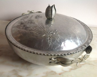Hammered Aluminum Bowl with Lid Tulip Design
