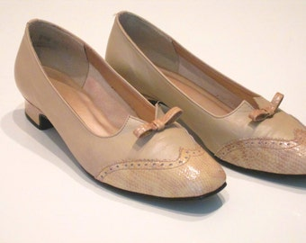 Ladies Beige Leather Magdesian Wingtips 7 1/2 M