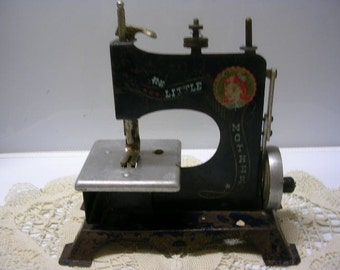 Antique Child's Sewing Machine Little Mother with Good Graphics