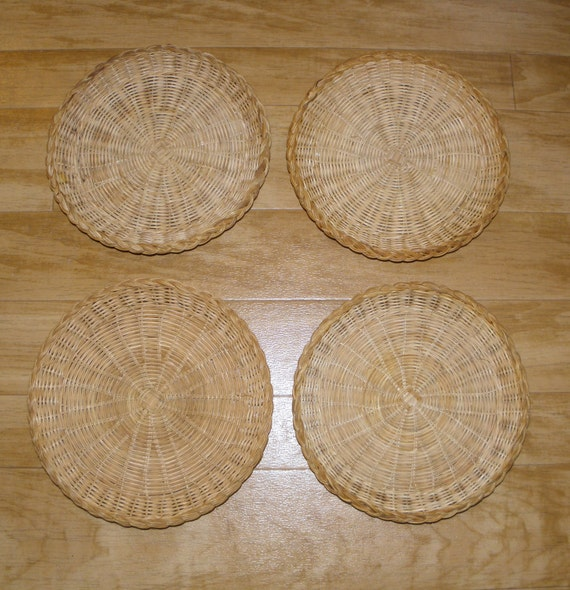4 vintage wicker plates paper plate holders by vintagegenie. Black Bedroom Furniture Sets. Home Design Ideas