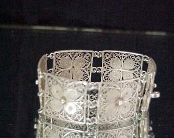 Vintage Sterling Floral Bracelet  Beautiful Delicate Details